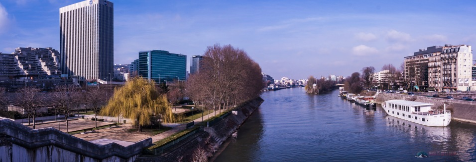 Te river Seine between Neuilly and Courbevoie